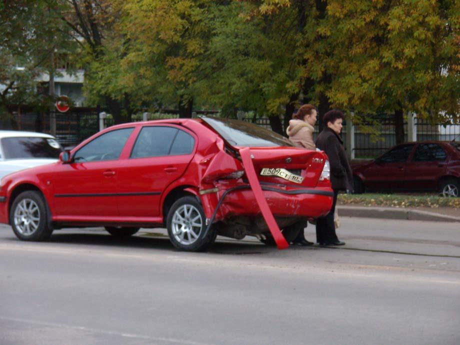 Страшное ДТП: .  Вчера ночью, 3 октября, в Башкирии водитель сбил двух лошадей на трассе.
